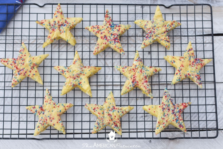Patriotic Cake Mix Lemonade Cookies (How to Perfectly Cut Cookies into Any Shape)