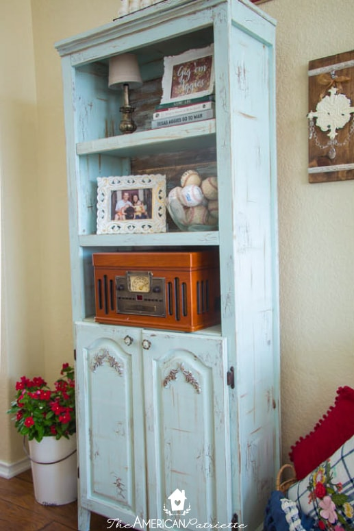 How To Paint And Distress A Laminate Bookshelf